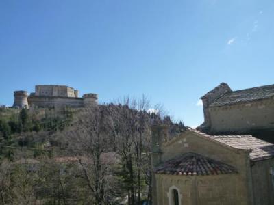 「ルパン三世 カリオストロの城」のモデルとなったサン・レオ城は必見です!