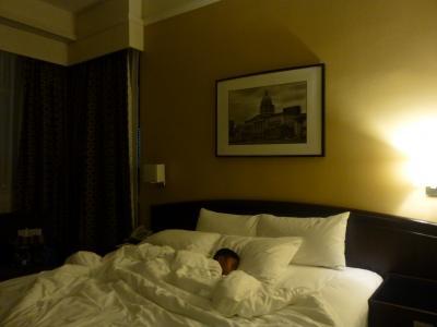 疲れて寝てます・・・