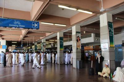 ベナジル・ブット国際空港 (ISB)