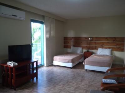 シンプルで広い客室
