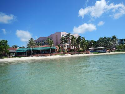 海からみたホテル