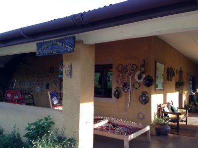 ンゴロンゴロ ライノ ロッジ 写真