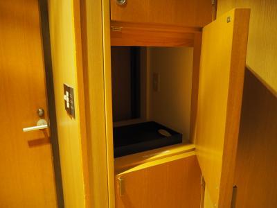使用済み食器、タオルなどを入れると新しい物に交換BOX