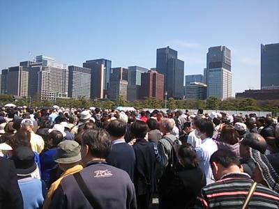 都会のオアシスに人混み