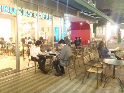 オープンカフェで