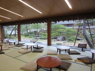 広い和室と日本庭園
