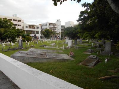 泊外人墓地