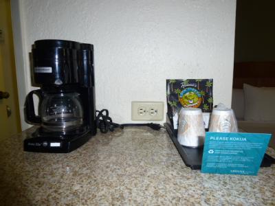 コーヒーは毎日補充してくれます。この台の下に冷蔵庫があります