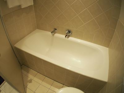 浴槽もありますぜ。