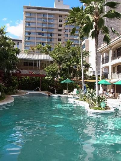 ホテルのプールから
