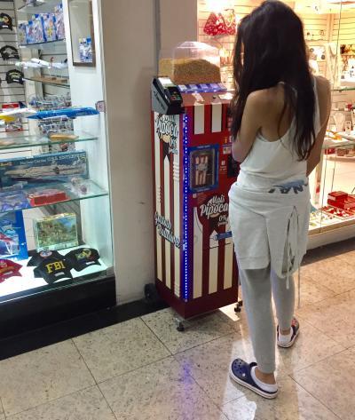 結構、お土産のお店が充実している....かも....(サルバドール空港/ブラジル)