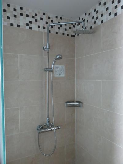 シャワールーム。 バスタブとセパレート