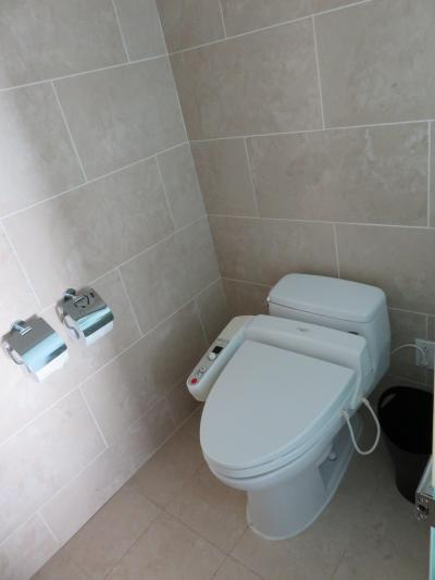 トイレは、フォシュレット付き やはり、あると良いですね!