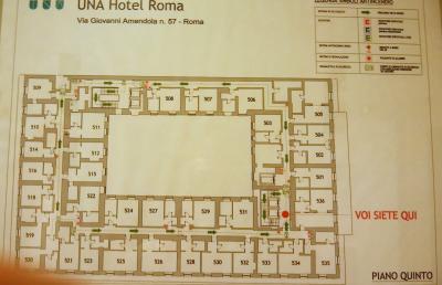 駅から近い大きなホテル ★ UNA ホテル ローマ