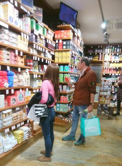 スペイン広場から徒歩圏内のイタリア高級食材店 ★ カストローニ