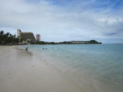 ホテル裏の海
