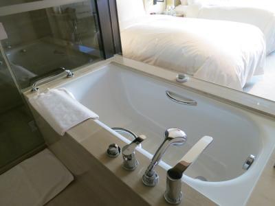 お風呂に入るときはブラインドを下げるべし