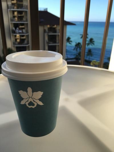プールサイドに毎朝コーヒーをもらいに行きます笑。