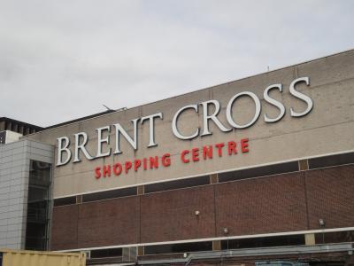 郊外のショッピングモールです