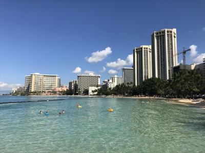 ワイキキビーチからホテルを眺望