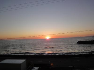 海から朝陽が昇る光景は白眉 おもてなしにあふれています