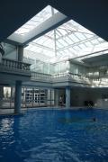 ヒルトン系列、ベルサイユ宮殿まで徒歩圏内、室内プールあり!