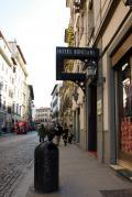 ドゥオモへも、サンタ・マリア・ノヴェッラ駅からも徒歩5~6分の好立地ホテル。