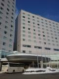 大型リゾートホテル。中国人ツアーバスがいっぱい。