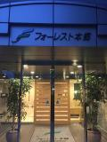 東京大学の正門前です。