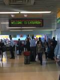 こじんまりとした空港は混雑している