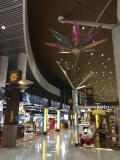 早朝到着で空港内で時間つぶす
