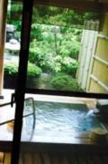客室露天風呂で、プライベート旅行を満喫