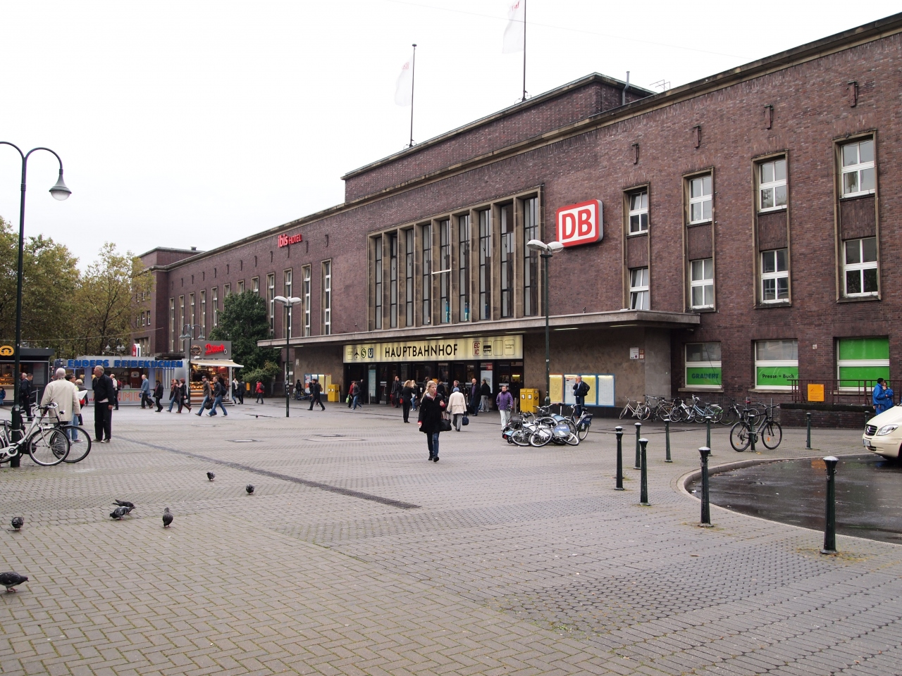 dusseldorf hauptbahnhof. Black Bedroom Furniture Sets. Home Design Ideas