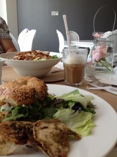 サークル カフェ (ドバイ メディア シティ店)Circle Cafe Dubai Media City