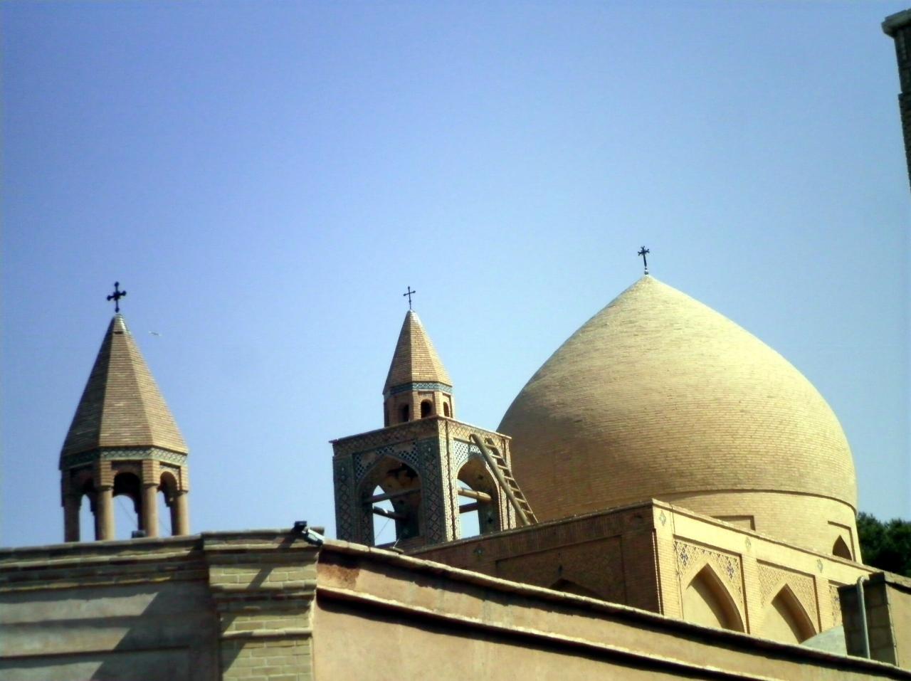 イスラム原理主義国家イランでも十字架が林立するジョルファー地区の代表格=... この写真のクチコ