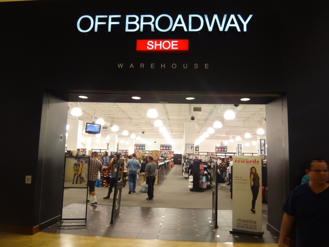 Off Broadway Shoes at W Sunset Blvd, Los Angeles, CA store location, business hours, driving direction, map, phone number and other services.