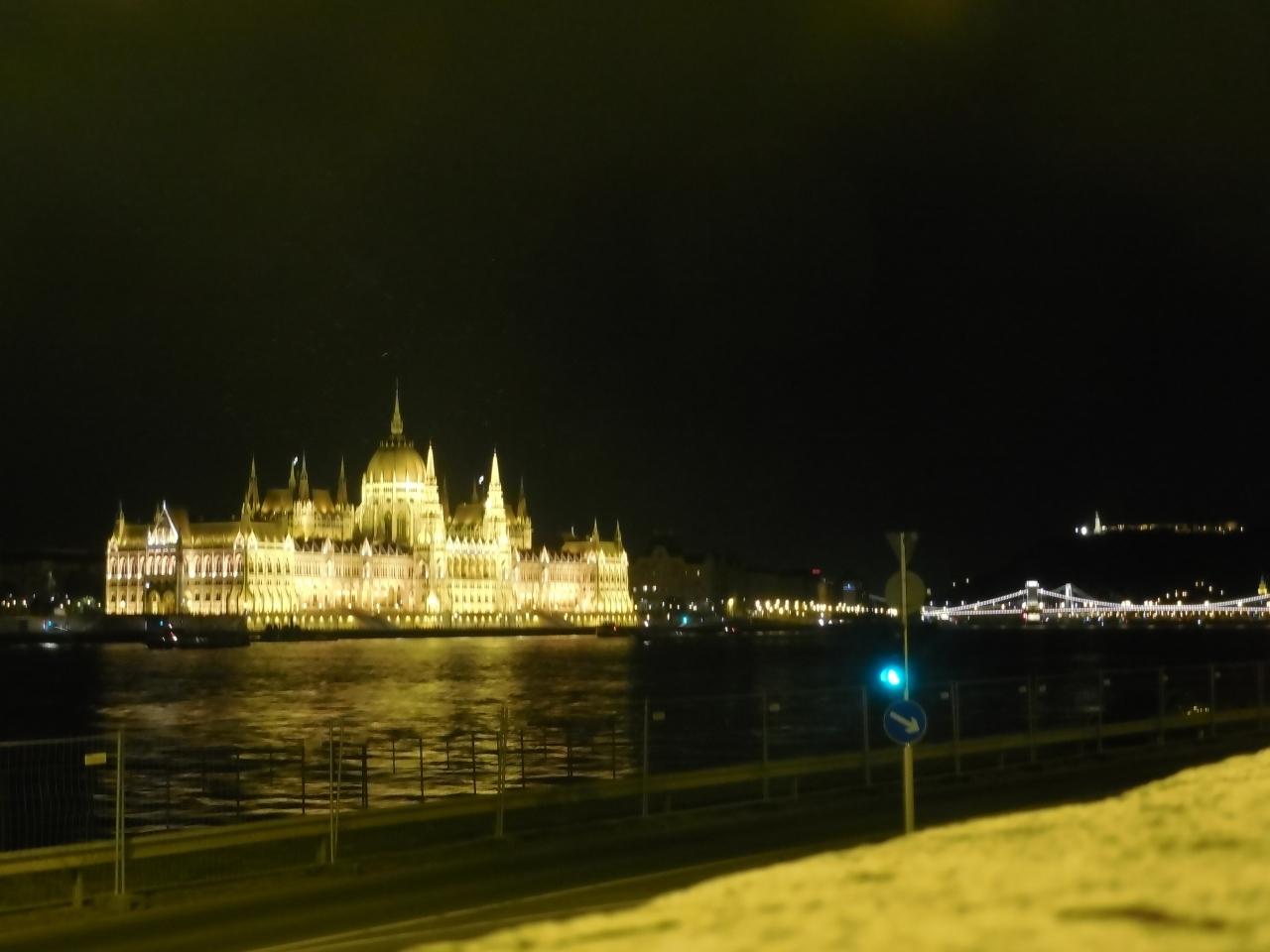 ブダペストのドナウ河岸とブダ城地区およびアンドラーシ通りの画像 p1_20