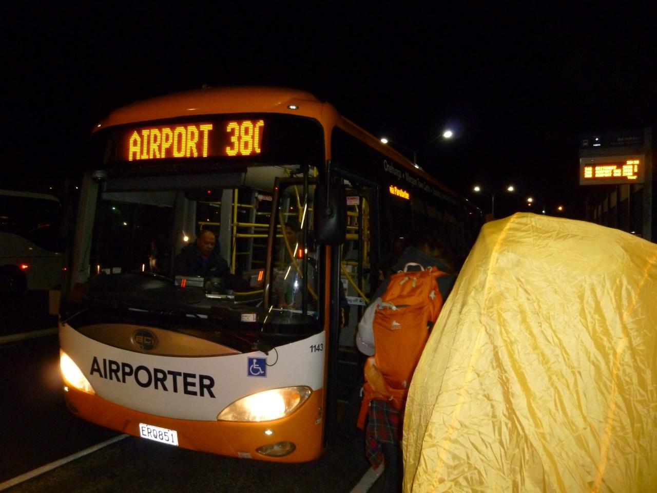 市バス380番、オークランド空港行き