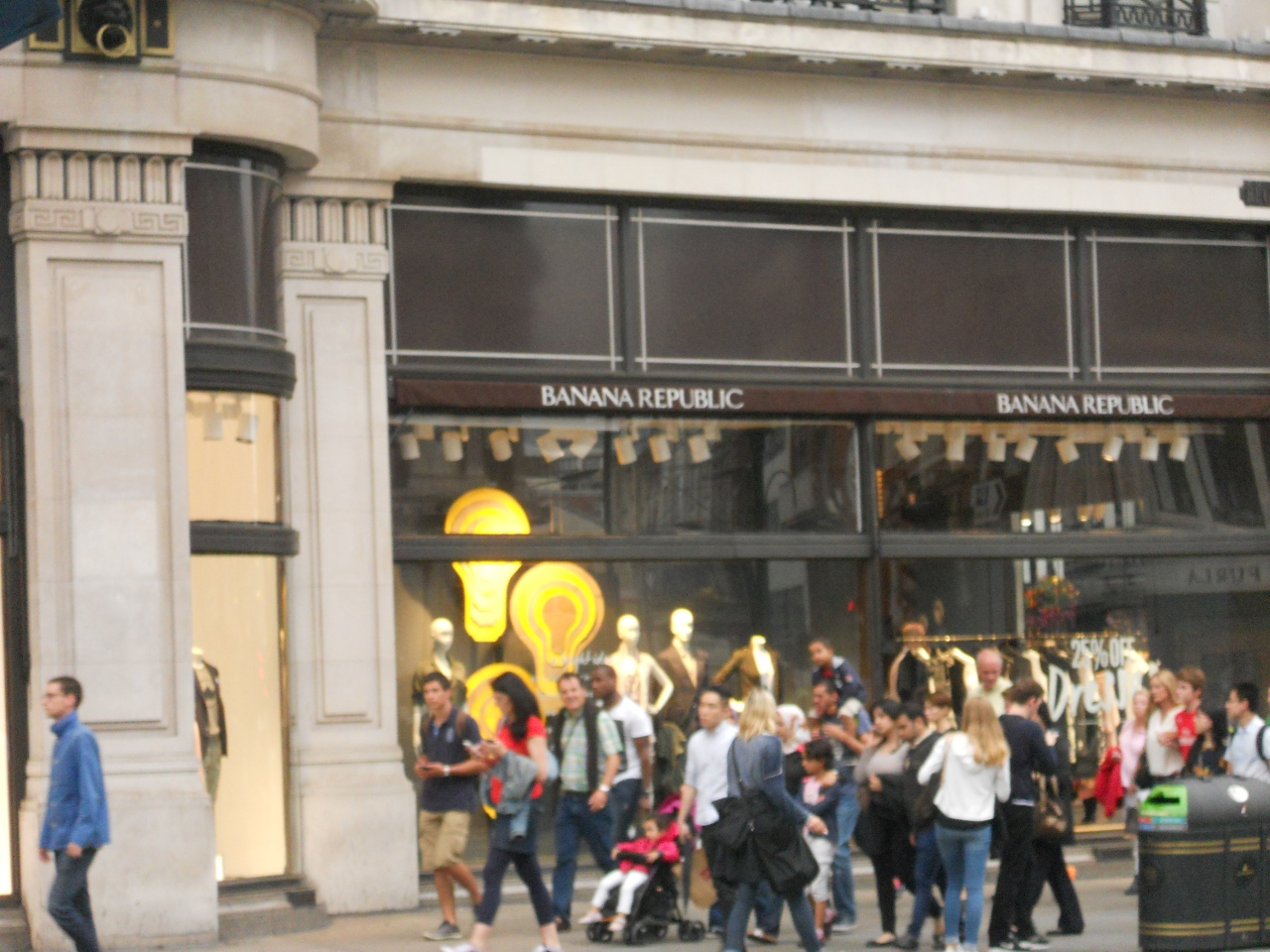 READ MORE: Banana Republic to join M&S in Paris Its UK website will continue to operate, but its bricks and mortar stores in Regent St, Kings Rd, Kensington, Canary Wharf, Covent Garden, One New Change, Westfield London and its Bath store on Union St will close down.