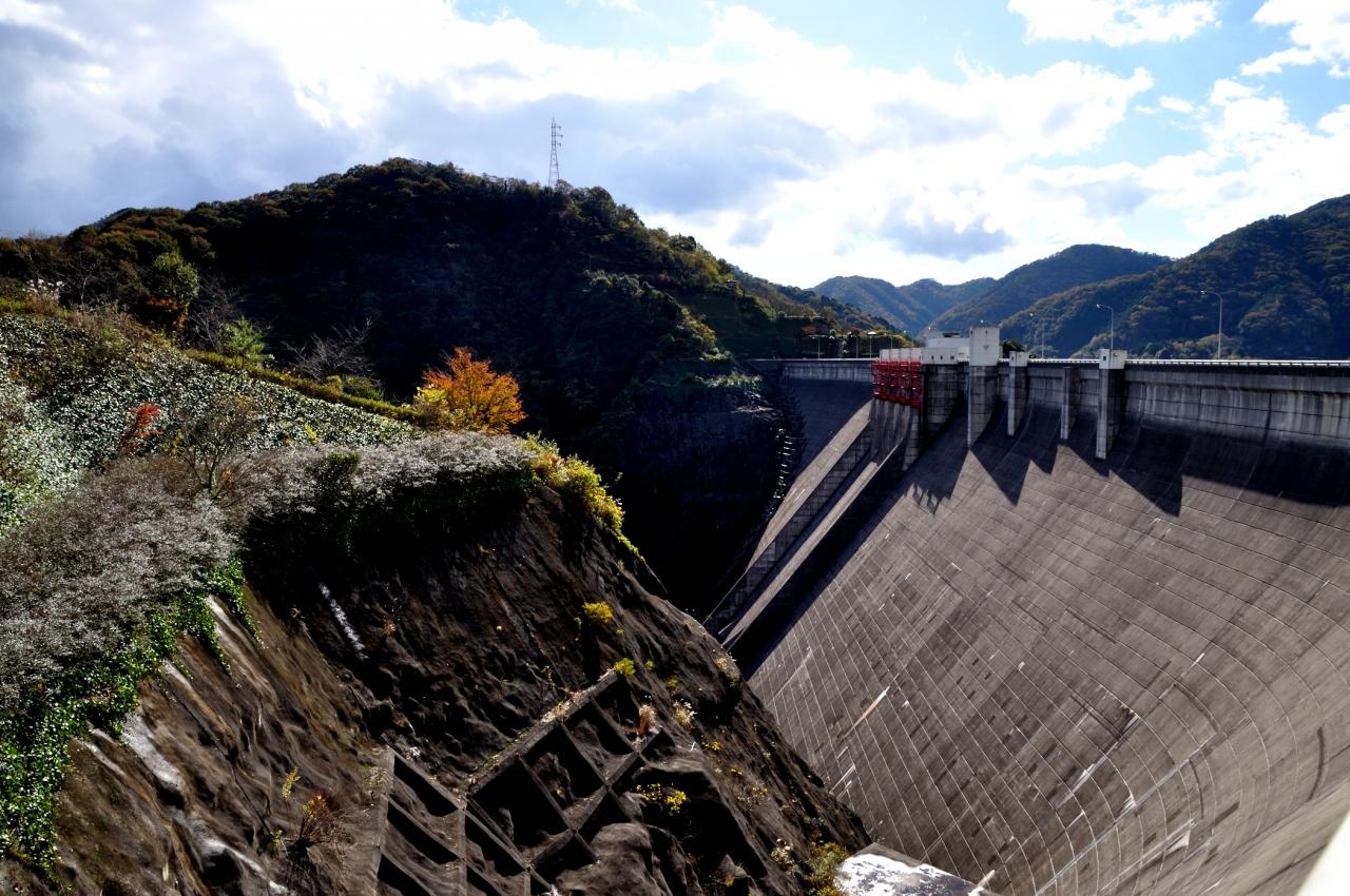 ダム湖百選に選ばれている弥栄ダム