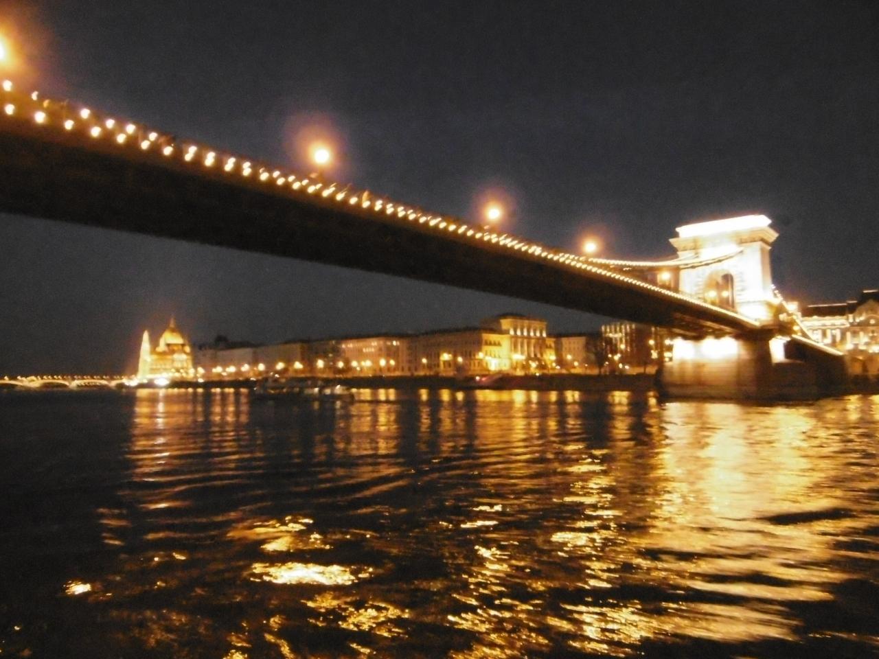 ブダペストのドナウ河岸とブダ城地区およびアンドラーシ通りの画像 p1_23