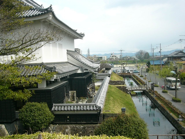 細川忠興・ガラシャ夫妻ゆかりの勝竜寺城址に整備された公園