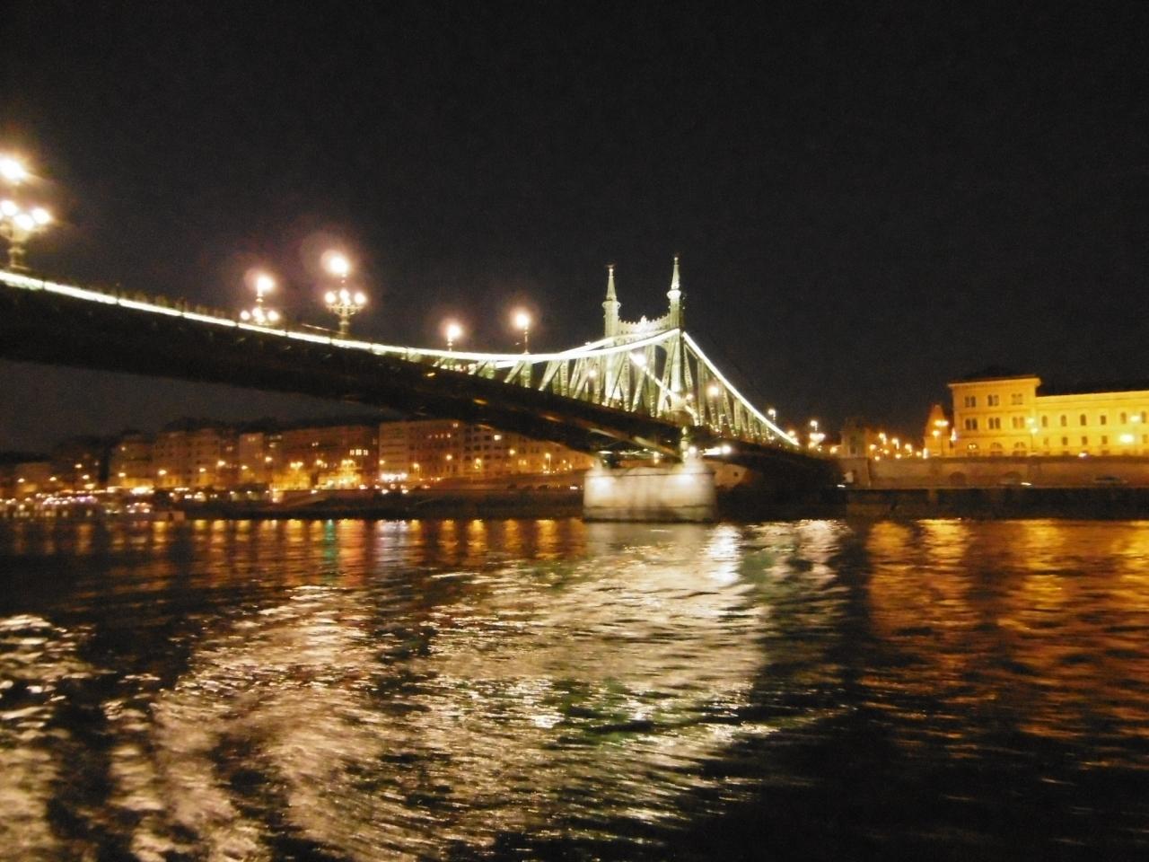 ブダペストのドナウ河岸とブダ城地区およびアンドラーシ通りの画像 p1_18