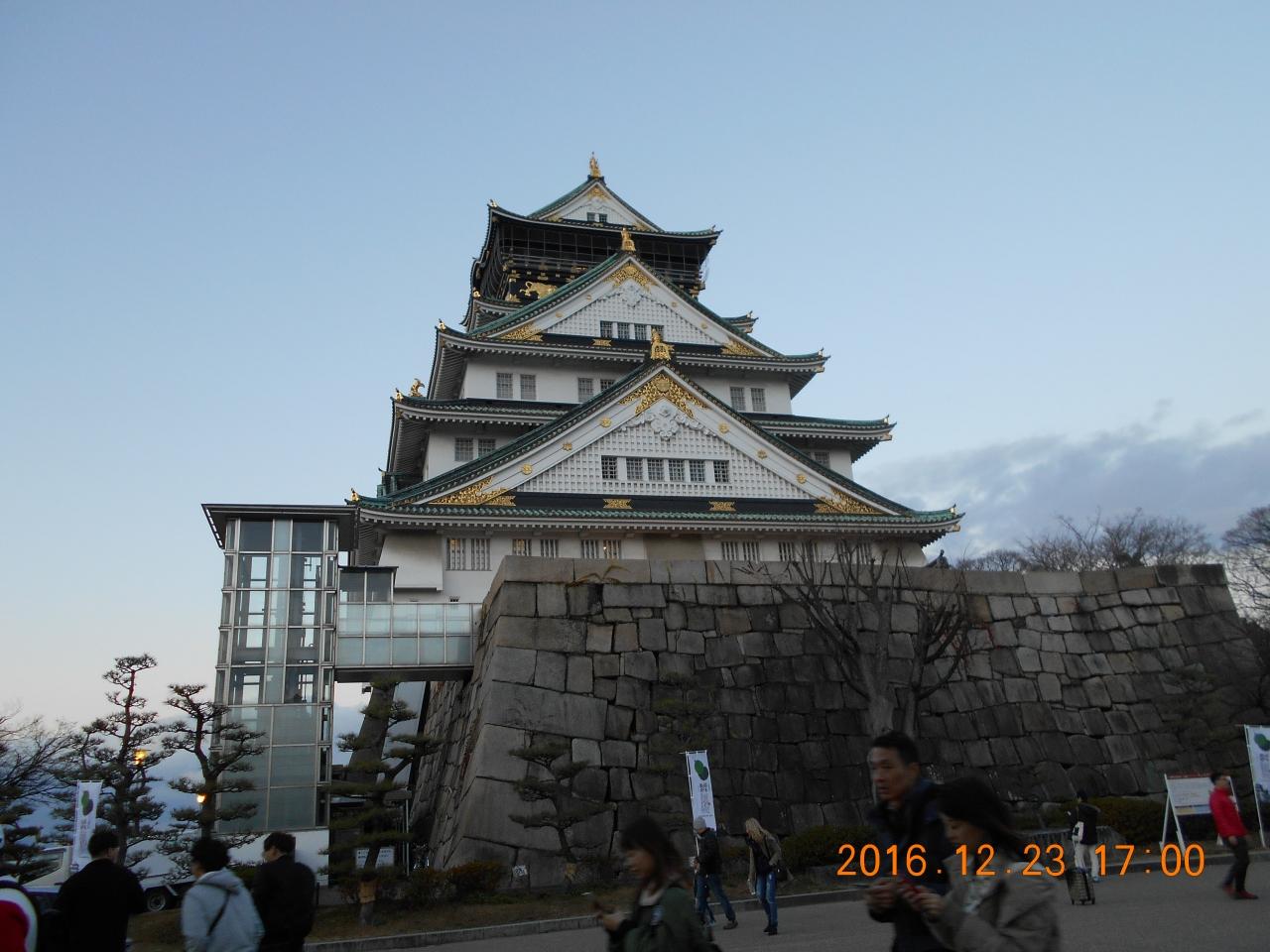 大阪城公園の中に残る堀や門