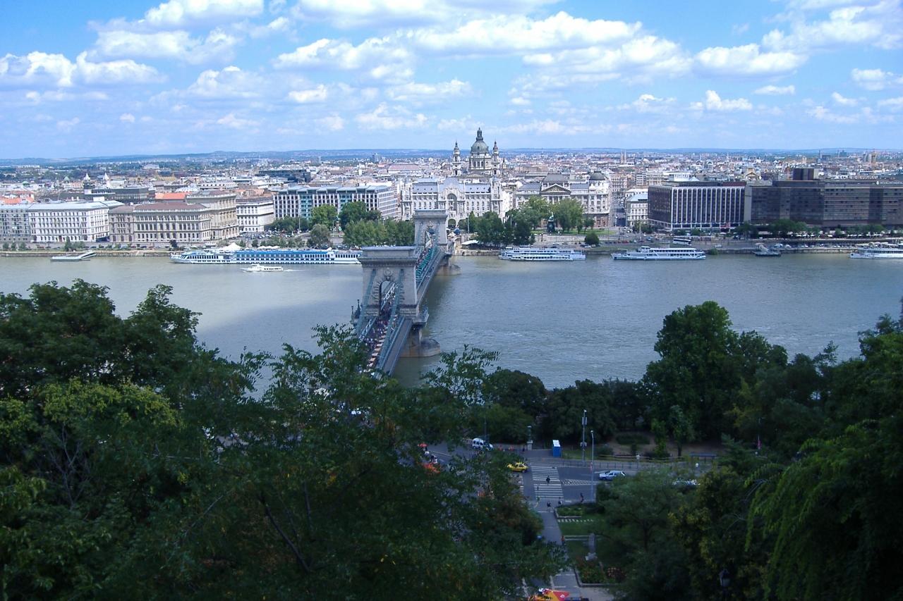 ブダペストのドナウ河岸とブダ城地区およびアンドラーシ通りの画像 p1_19