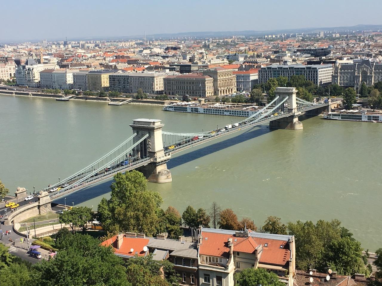 ブダペストのドナウ河岸とブダ城地区およびアンドラーシ通りの画像 p1_21