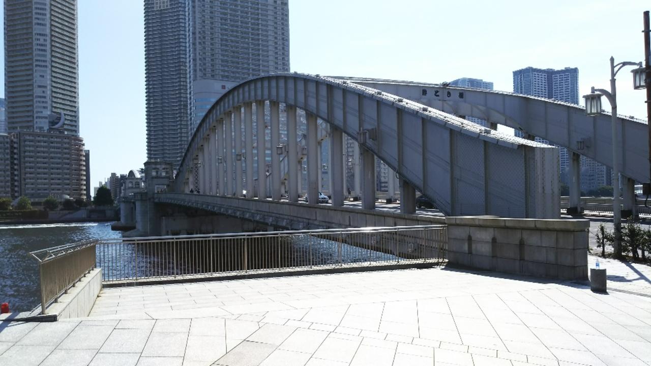 昔活躍したハの字開閉式勝どき橋。