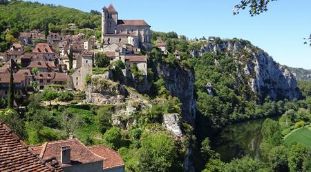 フランス山奥の美しい村、サン・シルウ・ラポピー...