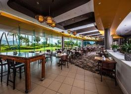 Hilton Cairns 写真