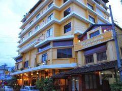 パクセ ホテル & レストラン